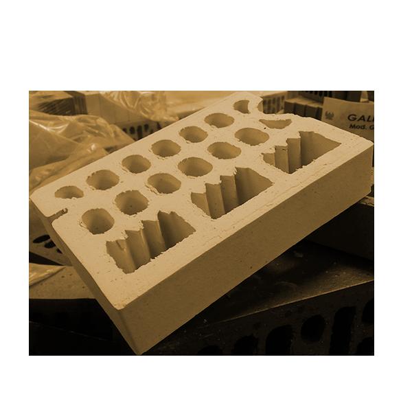 frontis-brick-aislado-levante