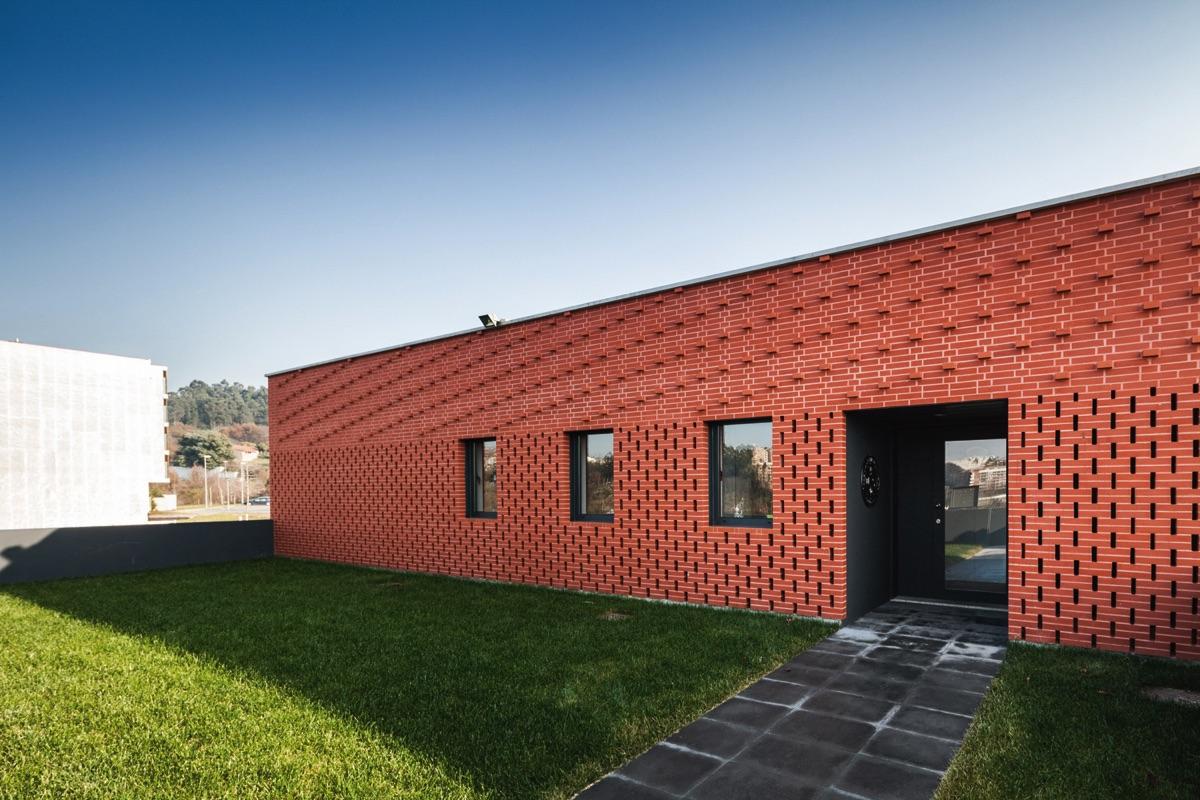 Red Line - Bilbao - Centro de Estudios