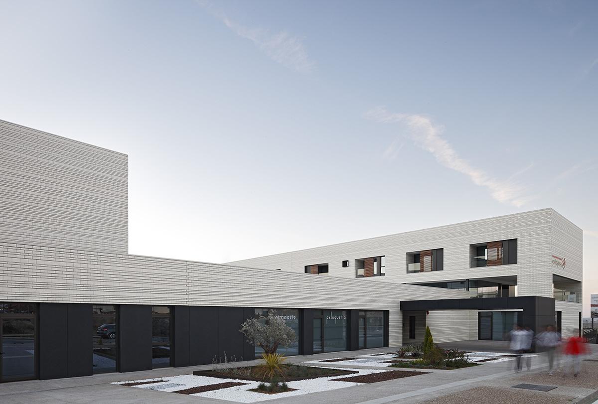 Ladrillos para fachadas ventiladas Frontiss Brick, Antequera 51. White Line Ártico